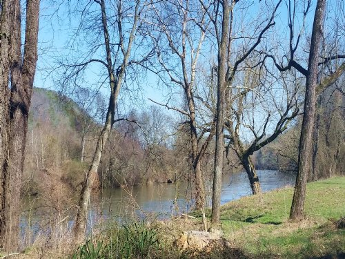 3/4 Acre Cleared River Front Lot : Newport : Cocke County : Tennessee