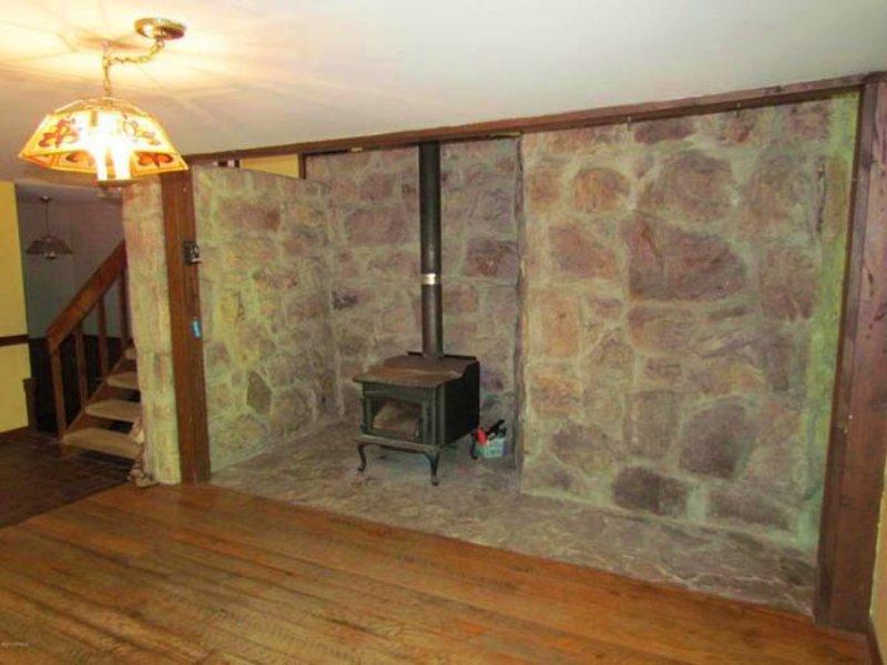 6 Acres, Custom Built Home In : Benton : Columbia County : Pennsylvania