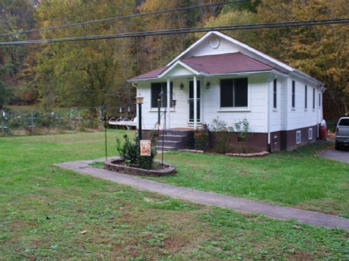 This Property Has It All : Clendenin : Kanawha County : West Virginia