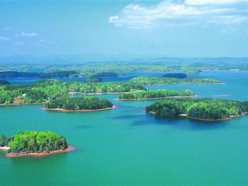 Lake Views With Boat Slips : Seneca : Oconee County : South Carolina
