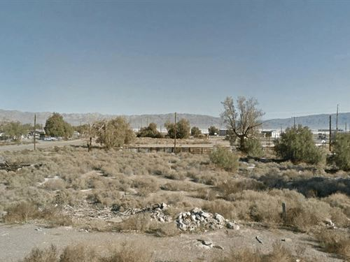 Southern California S Vacant Lot : Trona : San Bernardino County : California