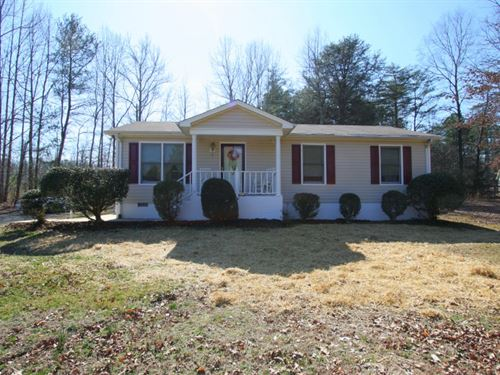 Lovely Home On 3.74 Acres : Ruther Glen : Caroline County : Virginia