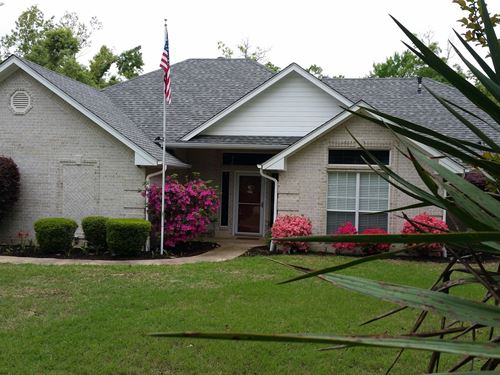 Lakefront Home : Powderly : Lamar County : Texas