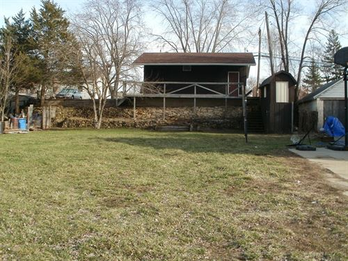 Buildable City Lot With A Garage : Portage : Columbia County : Wisconsin