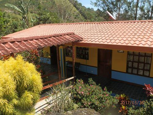 Your Own Resort On 2 Acres W/ River : Orosi De Cartago : Costa Rica