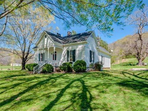 Renovated Victorian On 20 Acres : Culleoka : Maury County : Tennessee