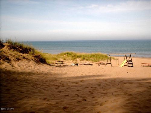 Lake Michigan Access & Great Home : Pentwater : Oceana County : Michigan