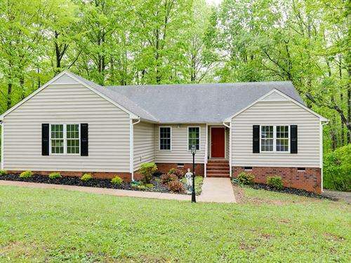 Lovely Home On Nearly 3 Acres : Powhatan : Virginia
