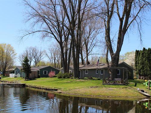 Lake Of The Woods Waterfront Home : Decatur : Van Buren County : Michigan