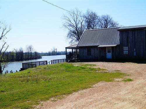 Hardcash Lake Cabin : Silver City : Humphreys County : Mississippi