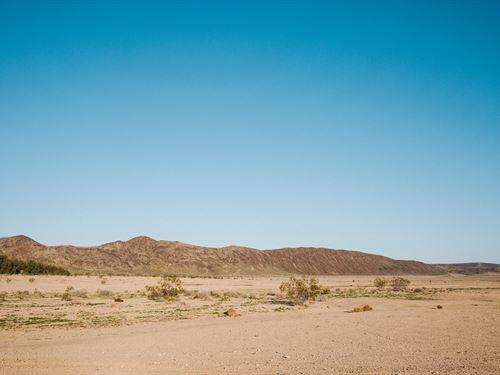 Huge Open Space Not Far From La : Palmdale : Los Angeles County : California