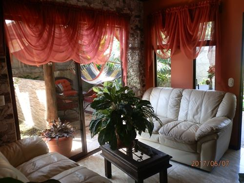 Country Cottage Near Lake Cachi : Ujarras De Paraiso : Costa Rica