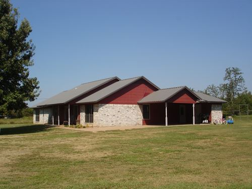 Country Home On Small Acreage : Arthur City : Lamar County : Texas