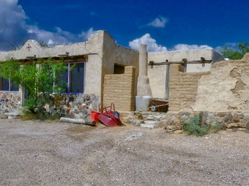 Adobe Home On 5 Acres : Terlingua : Brewster County : Texas