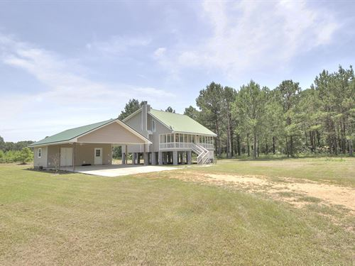 Stunning Home On 17 Acres : Columbia : Marion County : Mississippi