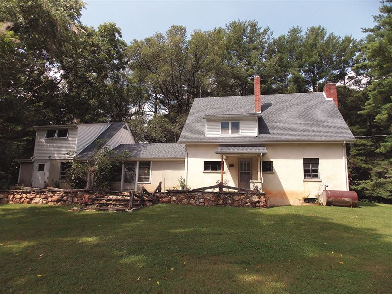 Country Home On 5.82 Acres : Willis : Floyd County : Virginia