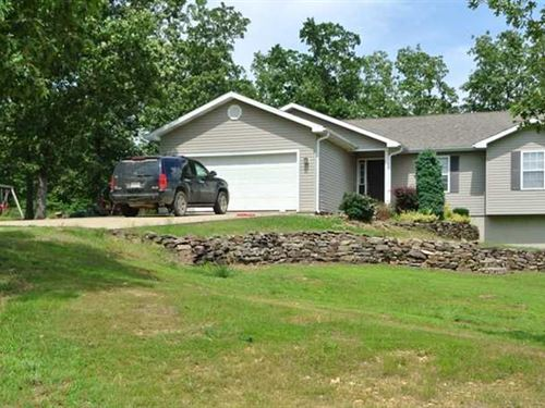 Large Home on 6.27 Acres For Sale : Poplar Bluff : Butler County : Missouri