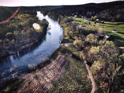 Riverfront Land For Sale on Curren : Van Buren : Carter County : Missouri