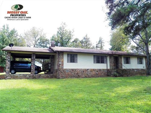 Very Nice 3Bd/2Ba Home Sitting on : Clinton : Van Buren County : Arkansas