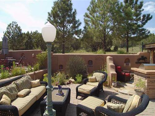 Luxury Home on 3.2 Acres With Hors : Lincoln : New Mexico