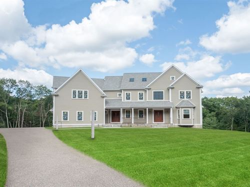 Private Luxury Living : Westwood : Norfolk County : Massachusetts