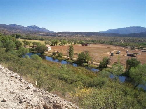 Beautiful Farm With Pond And Views : Camp Verde : Yavapai County : Arizona