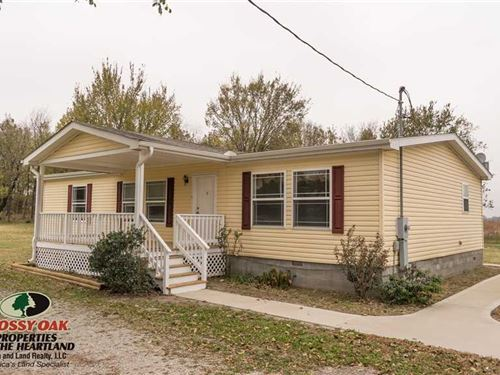 Country Home With 3 Acres : Neodesha : Montgomery County : Kansas