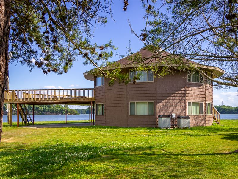 Cherokee Lakefront Home with Dock : Mooresburg : Hawkins County : Tennessee