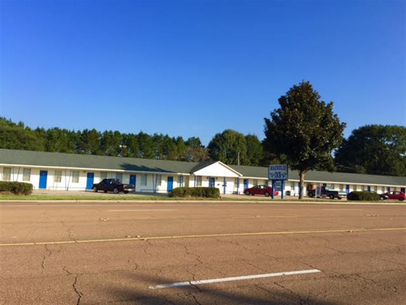 Turn Key Income Producing Motel : Woodville : Wilkinson County : Mississippi
