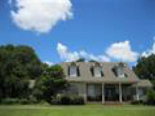Beautiful Home On Just Over 5 Acres : Centreville : Wilkinson County : Mississippi