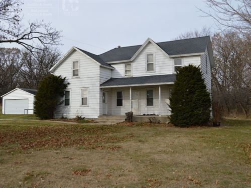 Charming Farmhouse With 4+ Acres : Portage : Columbia County : Wisconsin