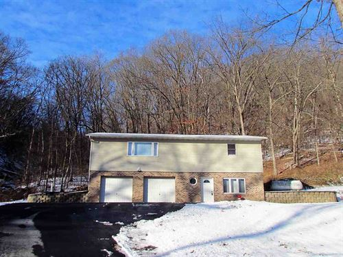 Home, 5 Acres, Near Mississippi : Ferryville : Crawford County : Wisconsin