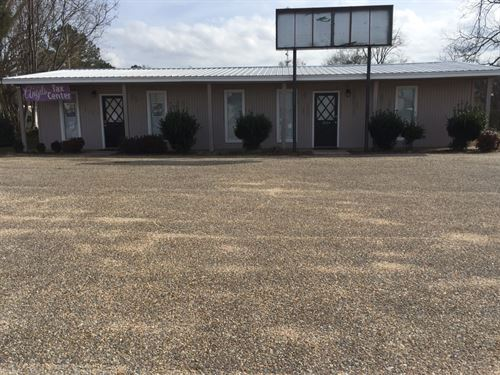 Commercial Building With 5 Ac : Troy : Pike County : Alabama