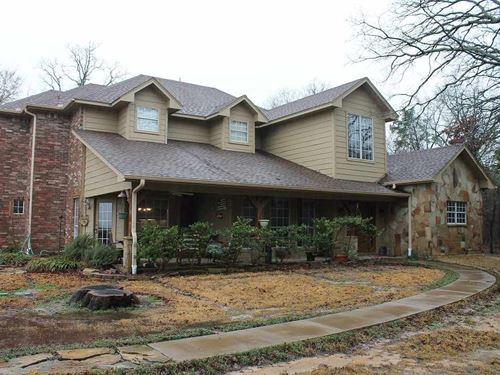 House With Park Like Setting : Honey Grove : Lamar County : Texas