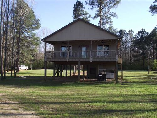 Waterfront Home on The Black Warri : Moundville : Hale County : Alabama