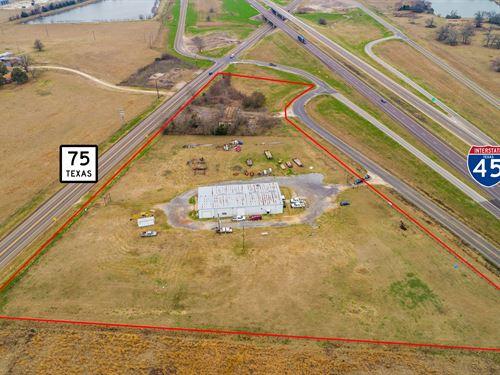 5 Acres 8700 Sqft Comm. Building : Madisonville : Madison County : Texas