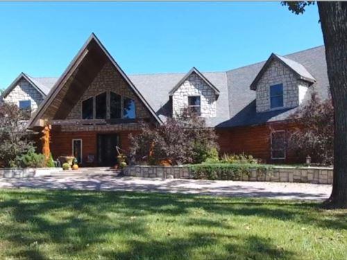 Cedar Log Home With Private Lake : Gentry : Missouri