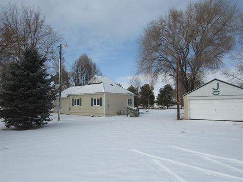 Lovely Little Acreage Close To Town : Scottsbluff : Scotts Bluff County : Nebraska