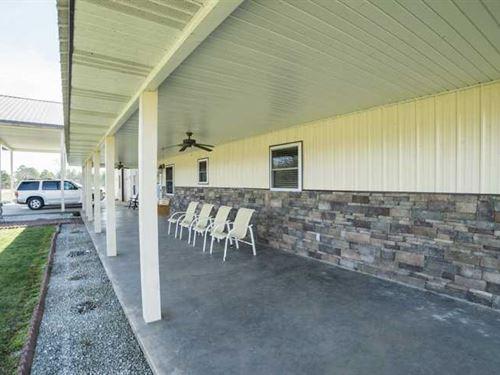Custom Home on 3+ Acres Minutes fr : Eminence : Shannon County : Missouri