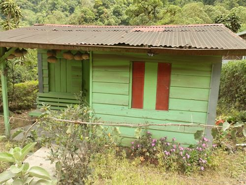 Riverfront .8 Ac. Lot - Tiny Cottag : Cachi De Cartago : Costa Rica
