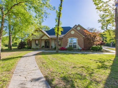 Custom Home On 2.26 Acres W/ Pool : Sulphur Springs : Hopkins County : Texas