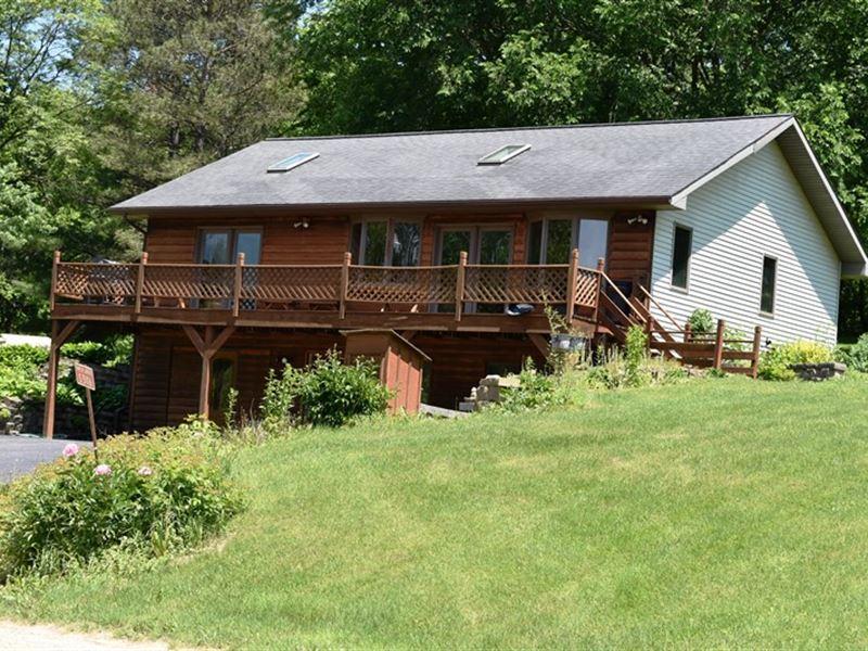 Blakley Hobbit, Country Home : Viola : Vernon County : Wisconsin