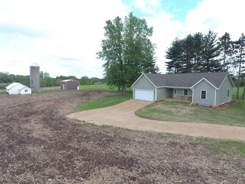 Country Home With Acreage : Oxford : Marquette County : Wisconsin