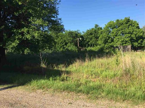 Corner Lot Great For Building Site : Blossom : Lamar County : Texas