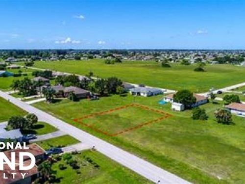Dry Lot in Great Neighborhood : Cape Coral : Lee County : Florida