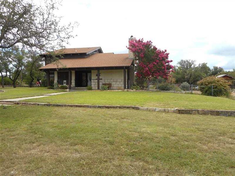 Home For Sale in Lampasas, Tx, 48 : Lampasas : Lampasas County : Texas