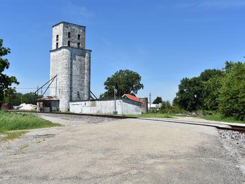 Grain Storage Facilities : Mansfield : Piatt County : Illinois