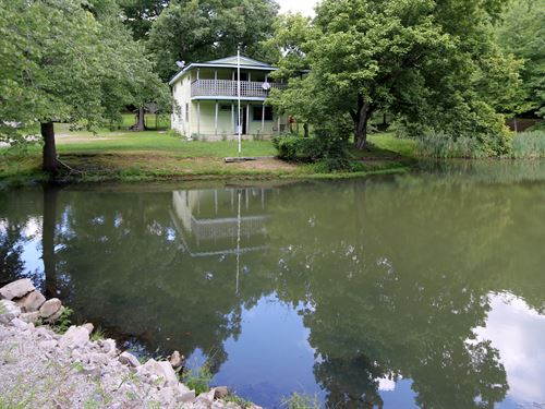 Home, Buildings & Pond On 3 Acres : Monterey : Putnam County : Tennessee