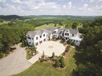 Luxury Farmhouse On 20 Acres : Franklin : Williamson County : Tennessee