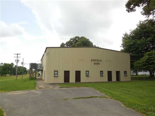 15 Acre Camp With Several Building : Summersville : Green County : Kentucky